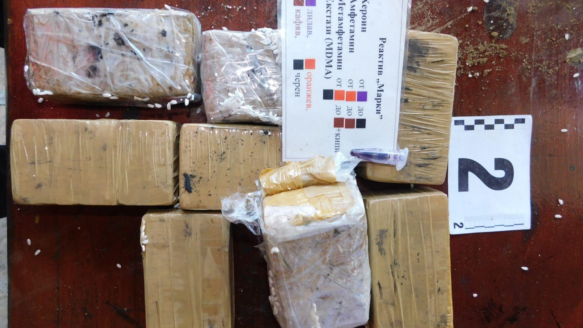 Пловдивската полиция показаха кадри на част от задържаното количество наркотици,