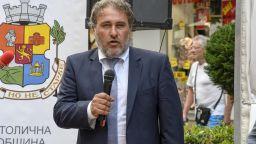 Банов очаква оставката на директора на Националното музикално училище
