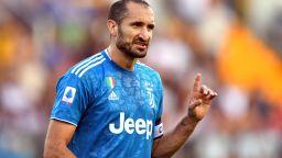Капитанът Киелини поведе Юве към успешен старт на сезона
