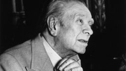 """""""Този търпелив лабиринт от линии"""" - 120 години Хорхе Луис Борхес"""