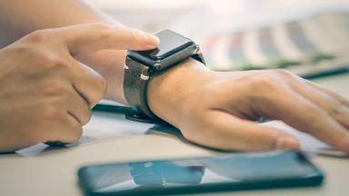 Смарт часовник ни предупреждава за неправилна стойка в офиса