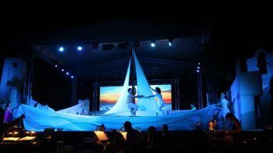 """Хитовият """"Мамма Миа!"""" на Софийската опера триумфира пред 10 000 души в курорта """"Албена"""""""