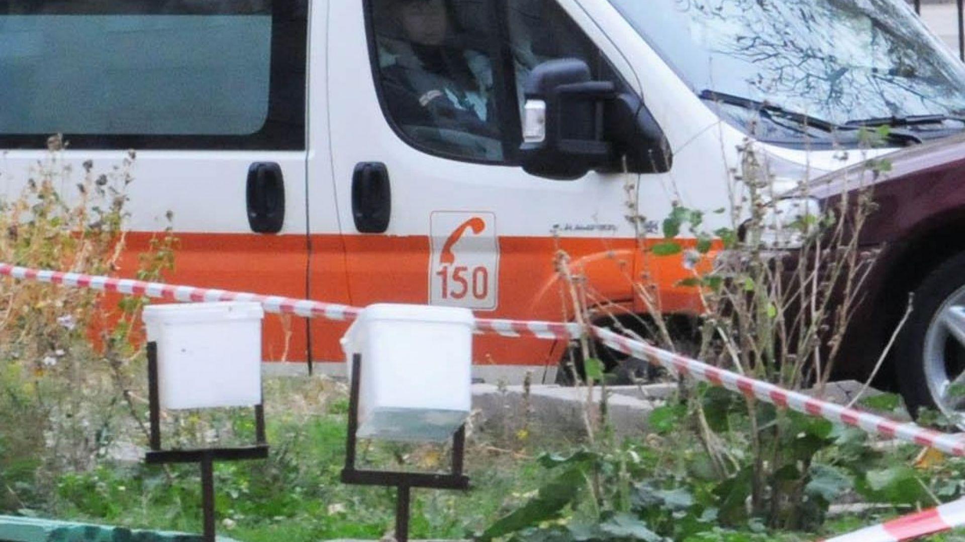 Опел удари линейка с включени сирени в Перник, лекар е с 2 фрактури
