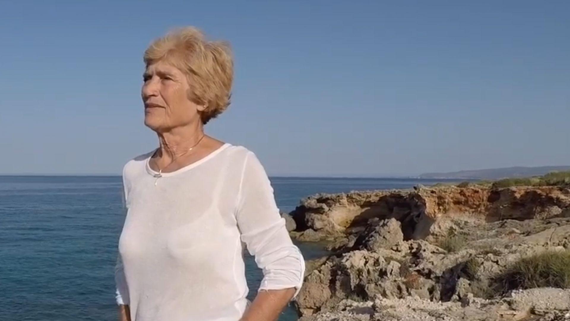 81-годишна преплава с уиндсърф 18 морски мили (видео)