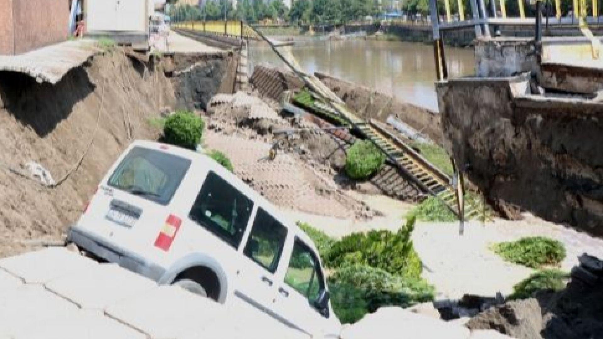 Мост се срина в черноморския град Терме (видео)