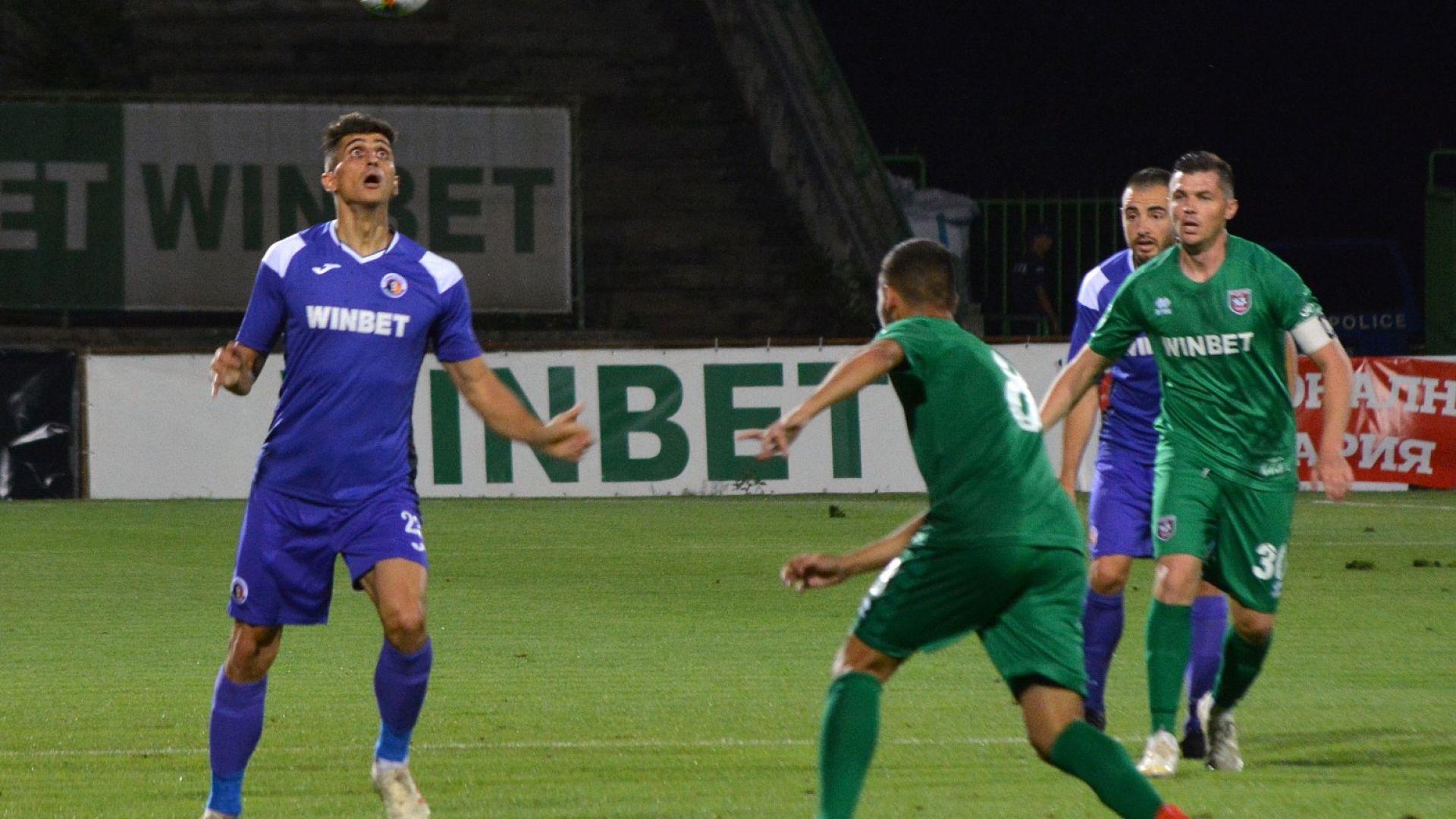 Дани Младенов превъзмогна трагедията и вкара гол, но Етър допусна обрат във Враца