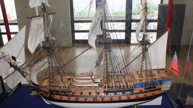 """180 настолни кораба """"акостират"""" в Бургас"""