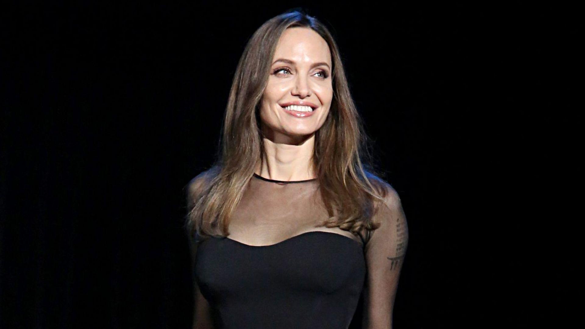 Анджелина Джоли: Не бях силна, но се наложи да се стегна