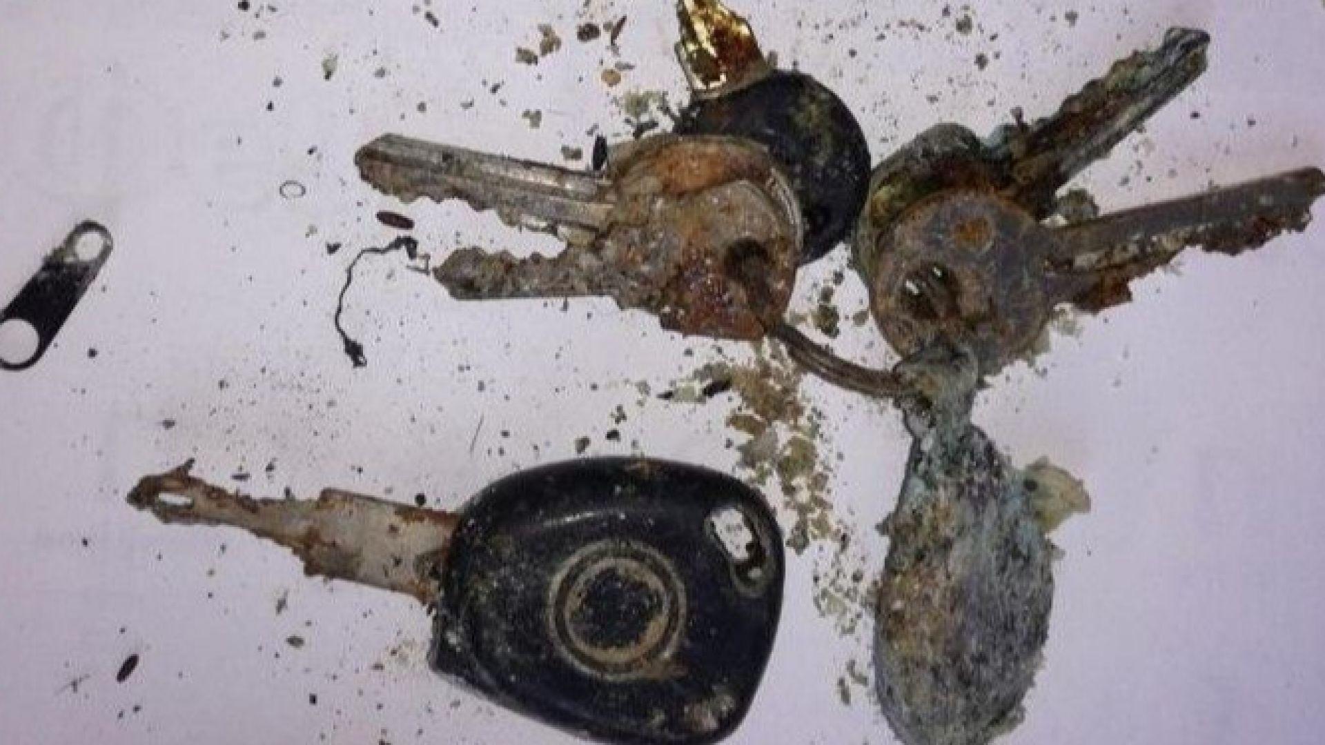 МВР публикува снимка на ключовете на колата на убитите край Негован