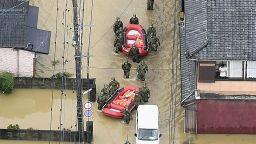 Поройни дъждове в Япония, евакуират 700 000 души (снимки)