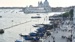 Кинофестивалът във Венеция  се открива въпреки пандемията