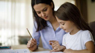 Малките деца разбират текста по-добре на хартия