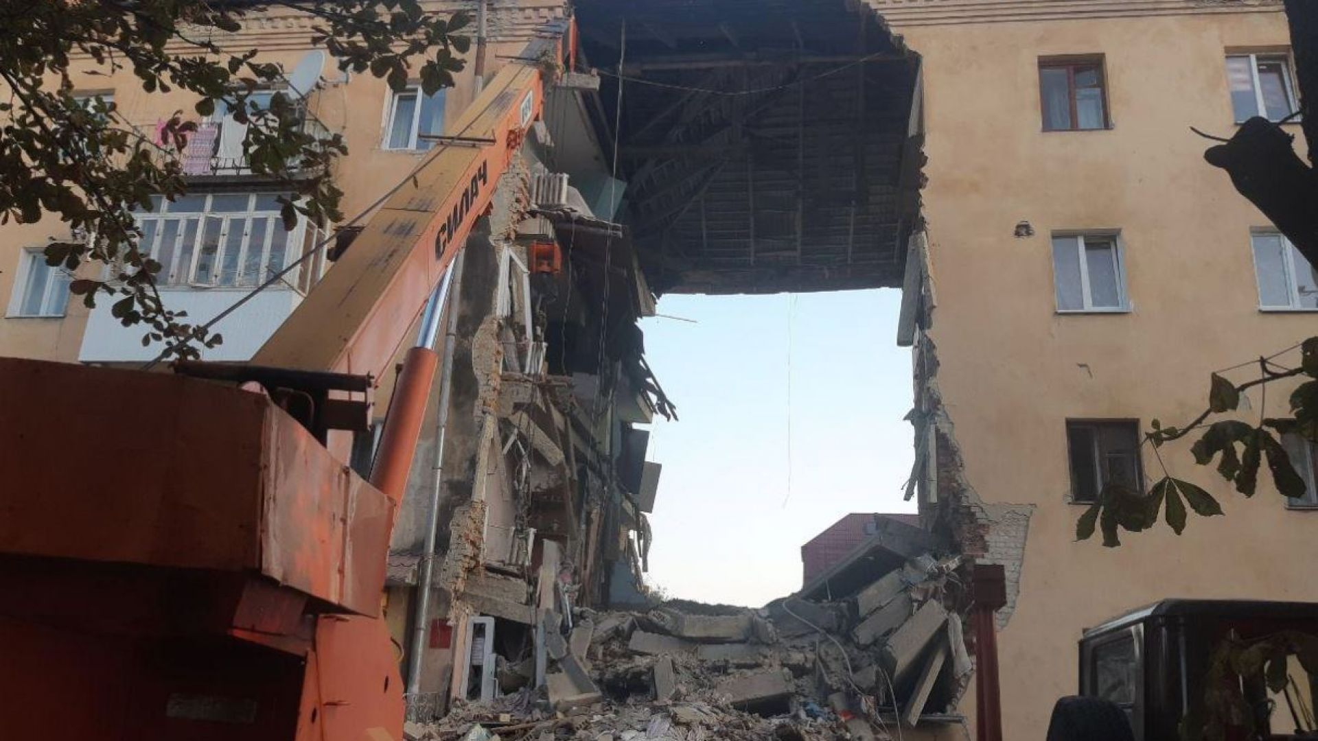 Жилищен блок се срути и уби 8 души в Украйна