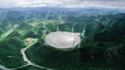 В търсене на извънземни: Китайският мегателескоп прихвана водородни вълни от далечни галактики