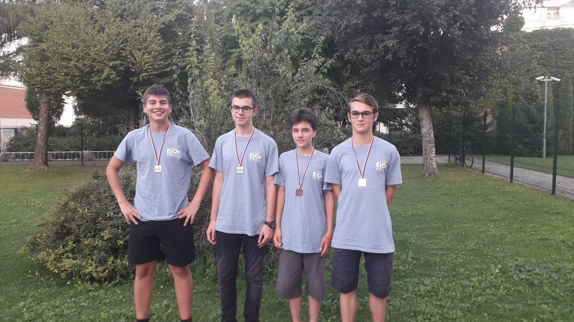 Наши ученици взеха 4 медала от Европейската олимпиада по информатика