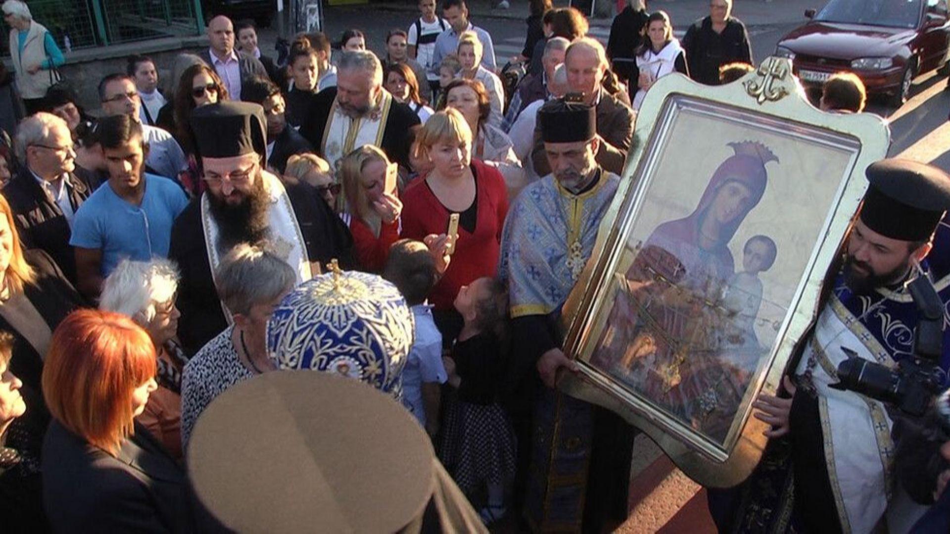 Две чудотворни икони от Украйна посреща Старозагорската епархия