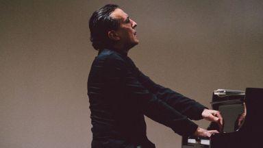 Пианистът Людмил Ангелов вдъхва нов живот на загубени творби