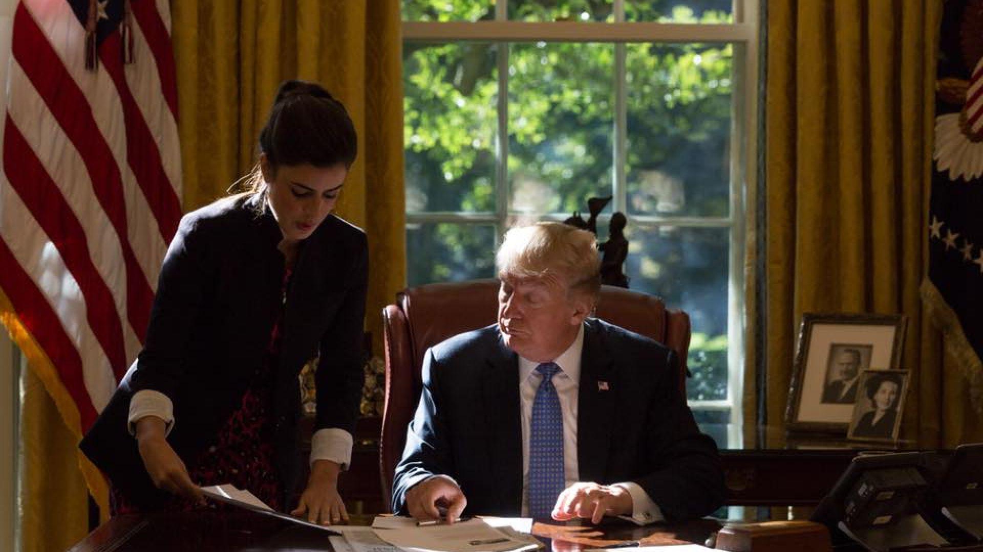 Младата лична помощничка на Тръмп го предаде пред медиите
