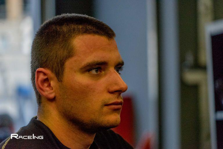 Още преди да има право на шофьорска книжка, на 17 години, Павел Лефтеров е шампион в автомобилните спортове.