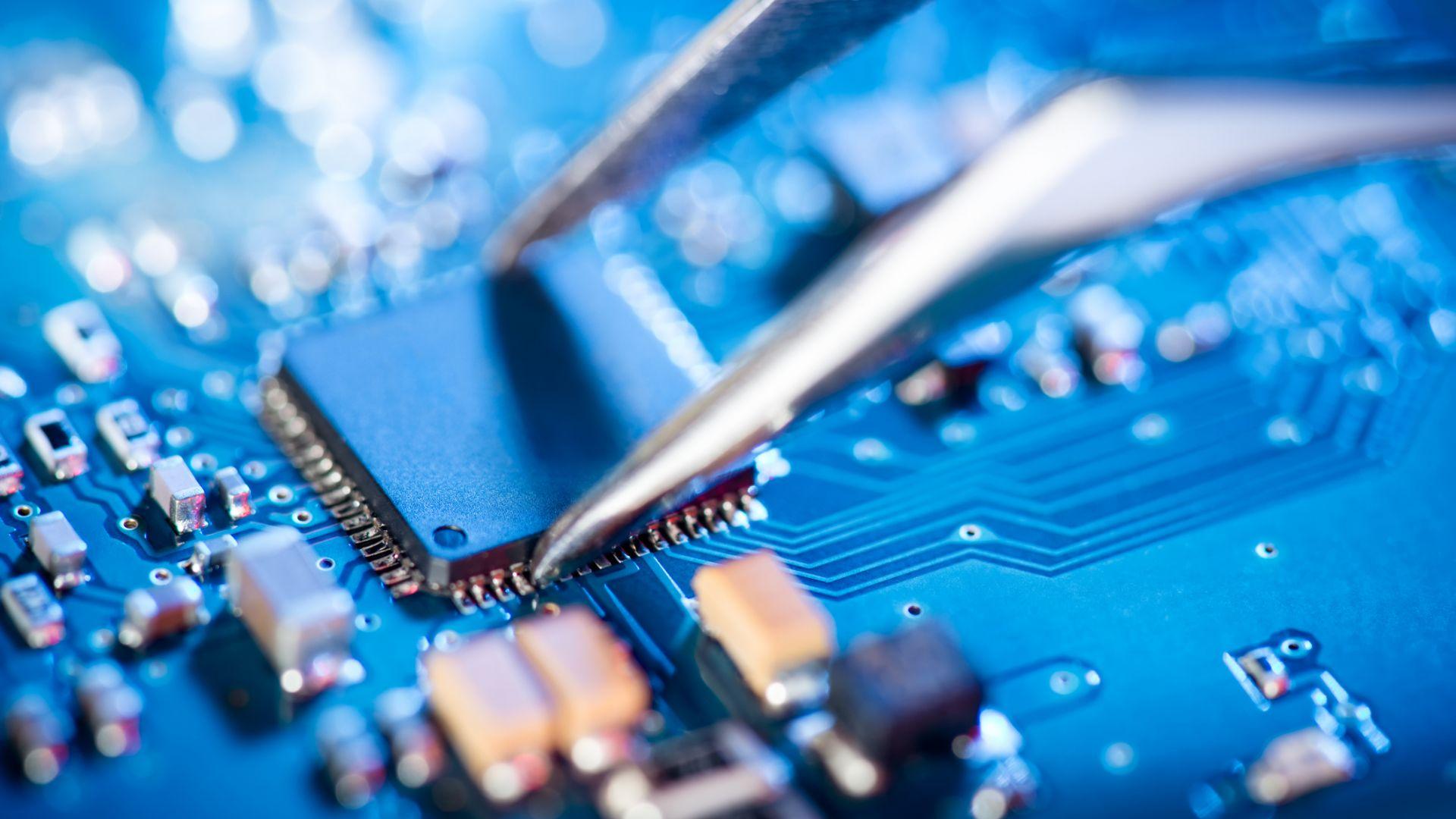 Руските процесори Елбрус вървят по петите на AMD и Intel