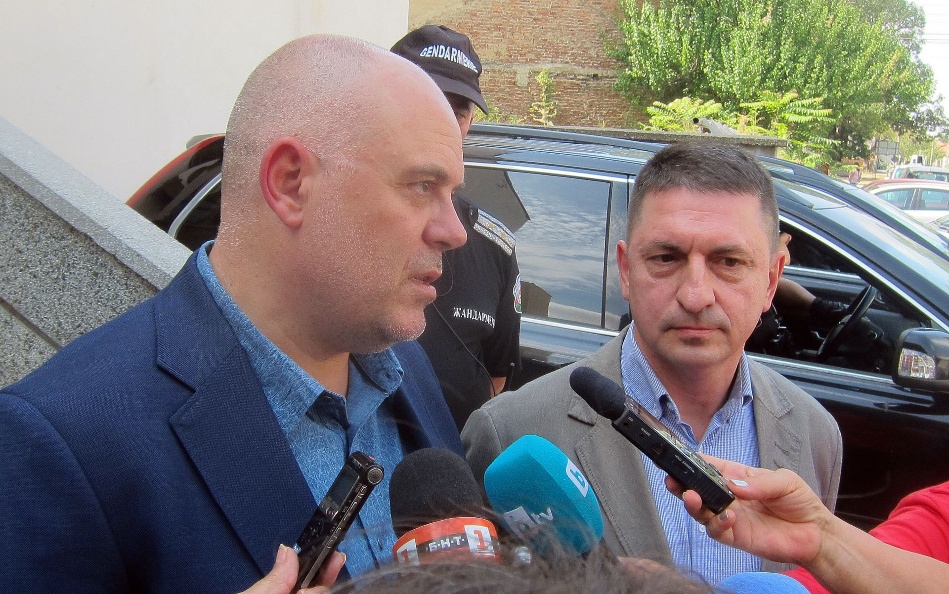 Иван Гешев и Христо Терзийски говориха пред журналисти