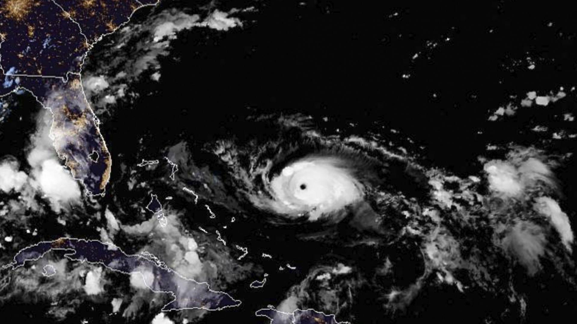 Ураганът Дориан се превръща в чудовище със скорост 220 км/ч
