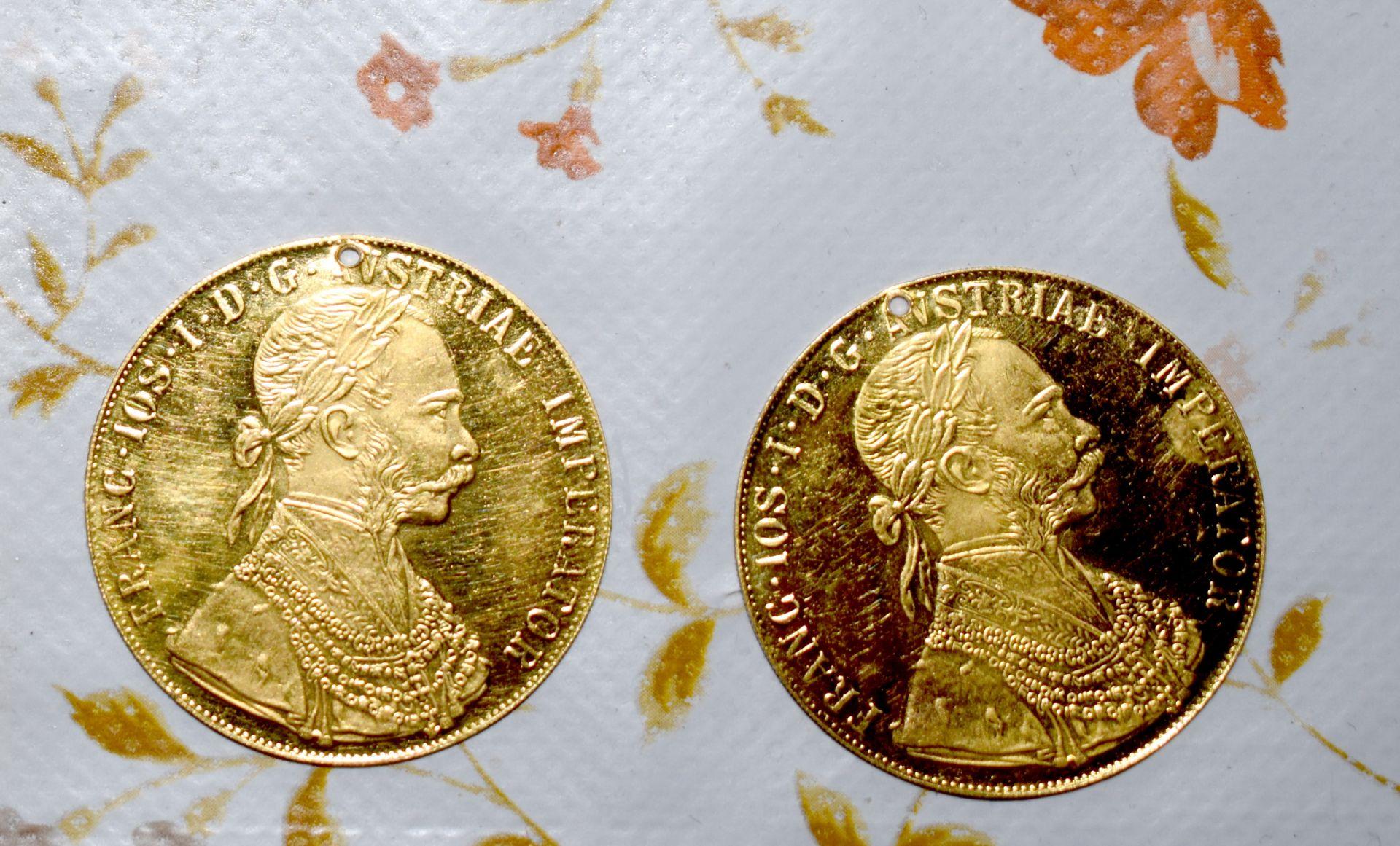 Открити златни монети при обиските