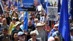 """Хиляди скандират на """"Даунинг стрийт"""": Борис, засрами се!"""