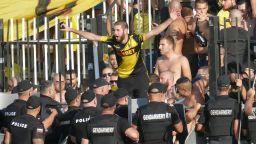 Пловдивски фенове блокираха оживен булевард в знак на протест