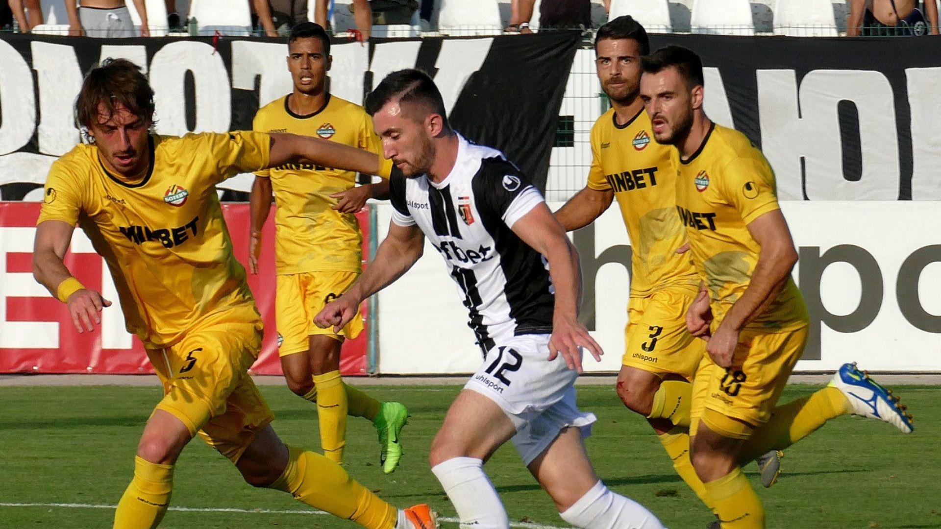 Два гола, две греди и поделени точки в Битката за Пловдив