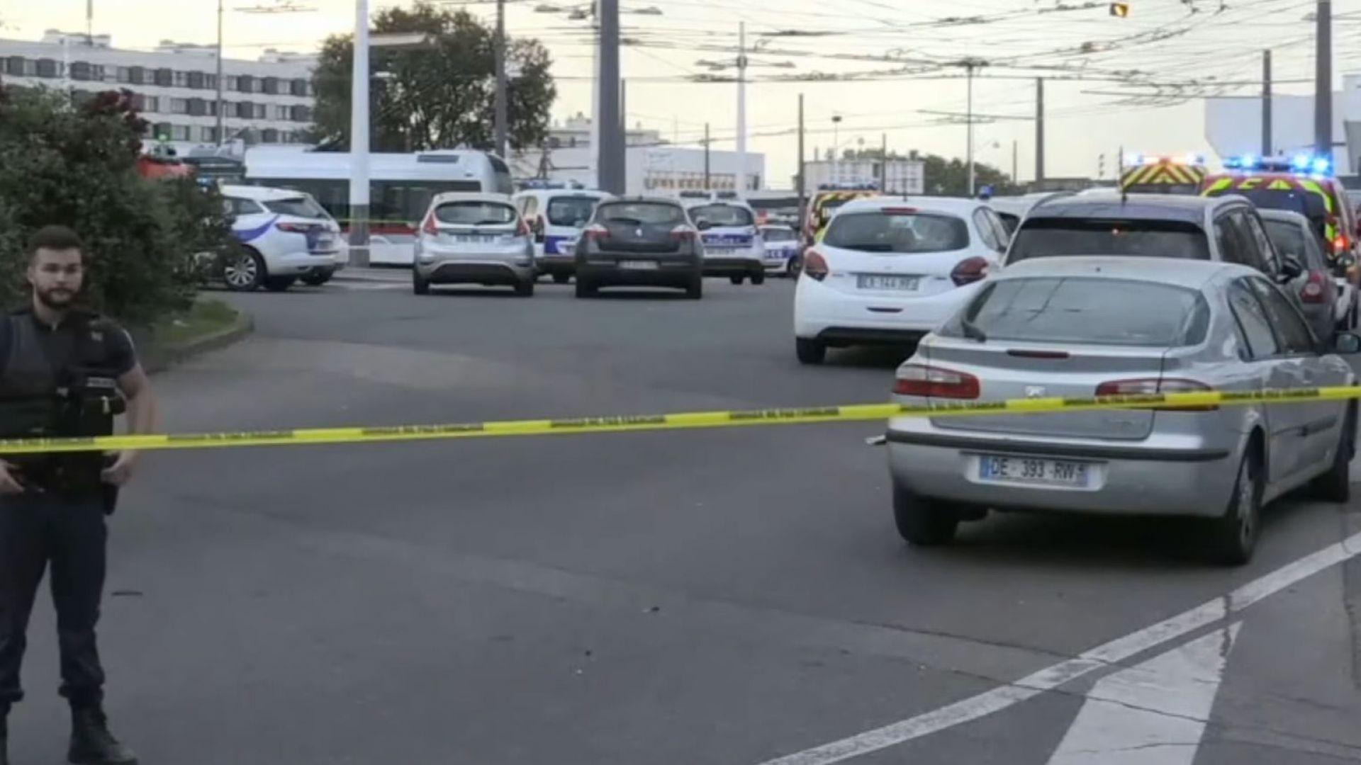 Един убит и деветима ранени при нападение са нож и шиш за месо край Лион