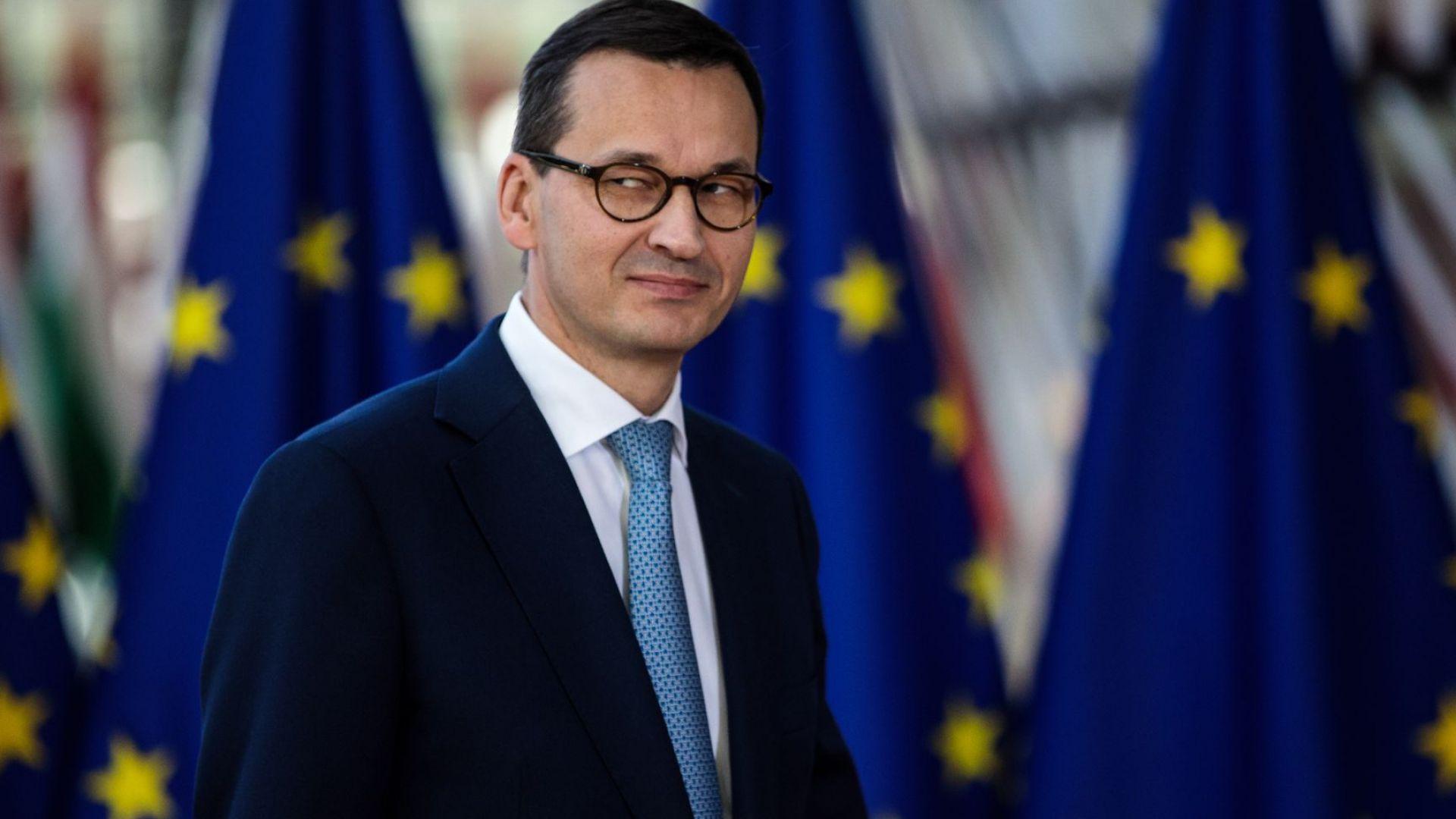 Премиерът на Полша отвърна остро на Русия, че бойци от съпротивата са избивали евреи и украинци