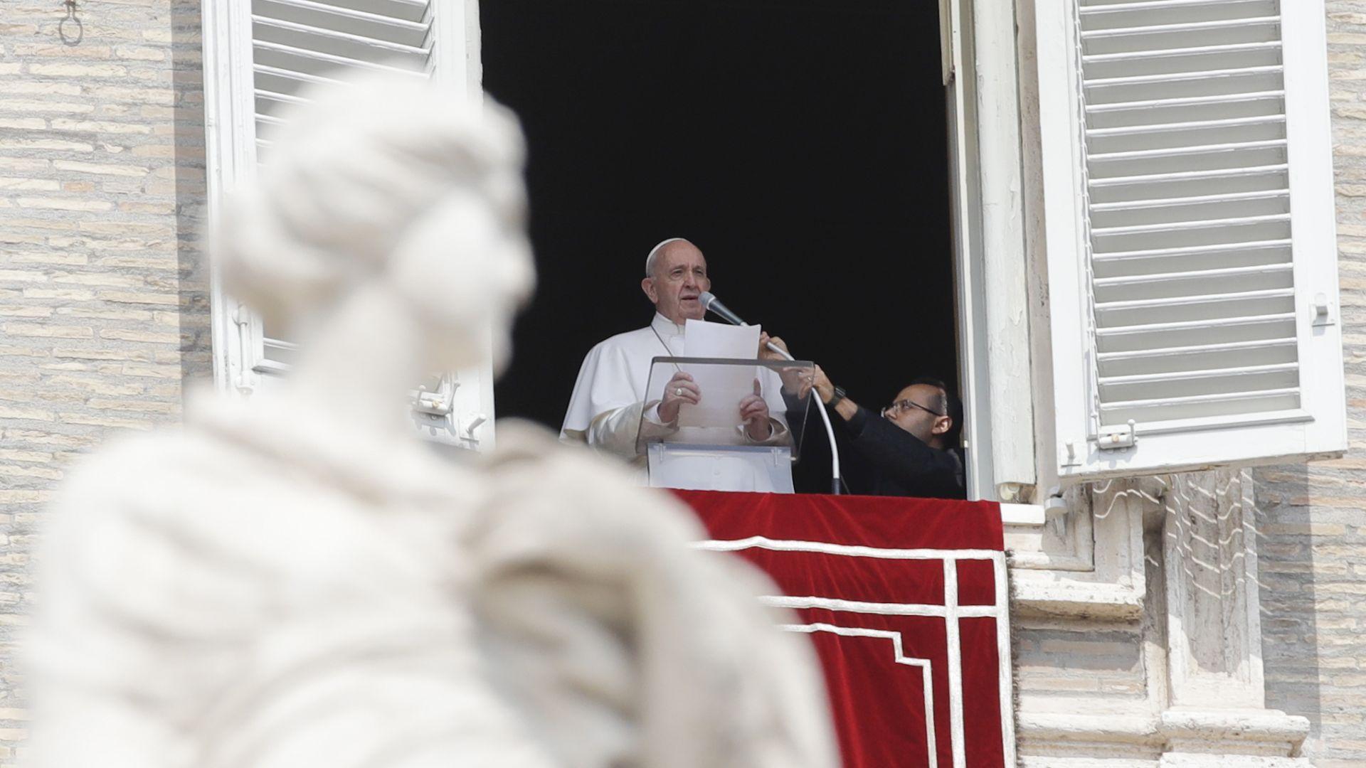 За първи път от години: Папата няма да води новогодишните литургии