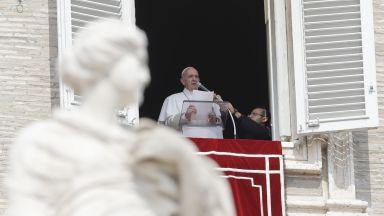 Папата заседна в асансьор и закъсня за неделното си обръщение