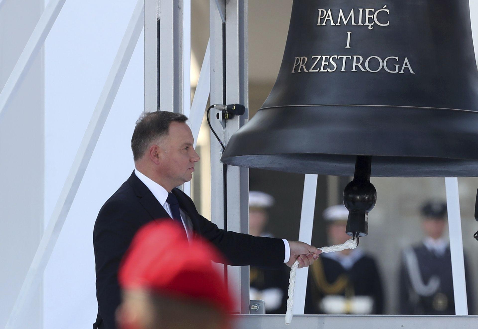 Полският президент Анджей Дуда бие Камбаната на паметта