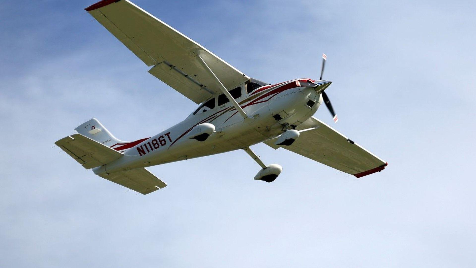 Курсист безопасно приземи самолет по време на урок по летене
