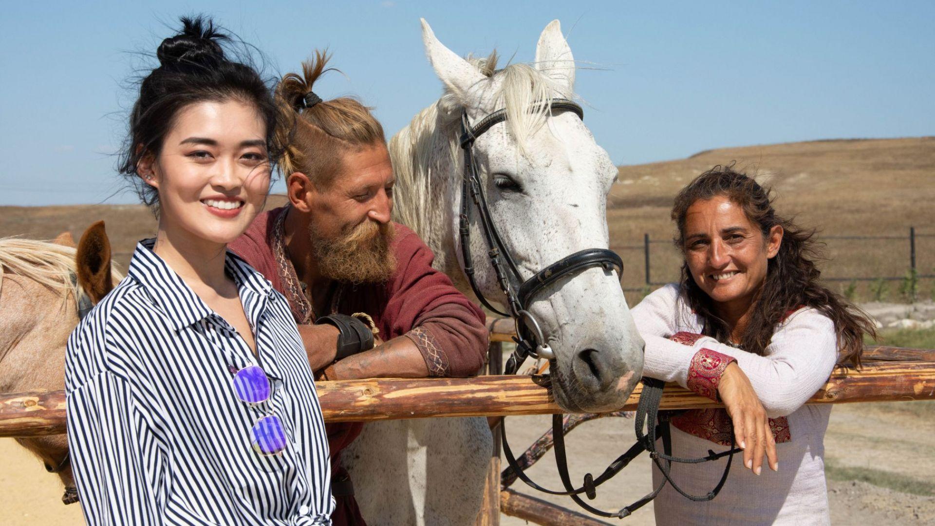 Мис Вселена Китай опитва ястия по древни рецепти в България