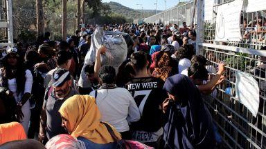 """Бежанците се надяват """"да напуснат бързо този ад"""" - лагера Мория на остров Лесбос"""