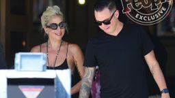 Лейди Гага и новото ѝ гадже се появиха изненадващо на музикален фестивал