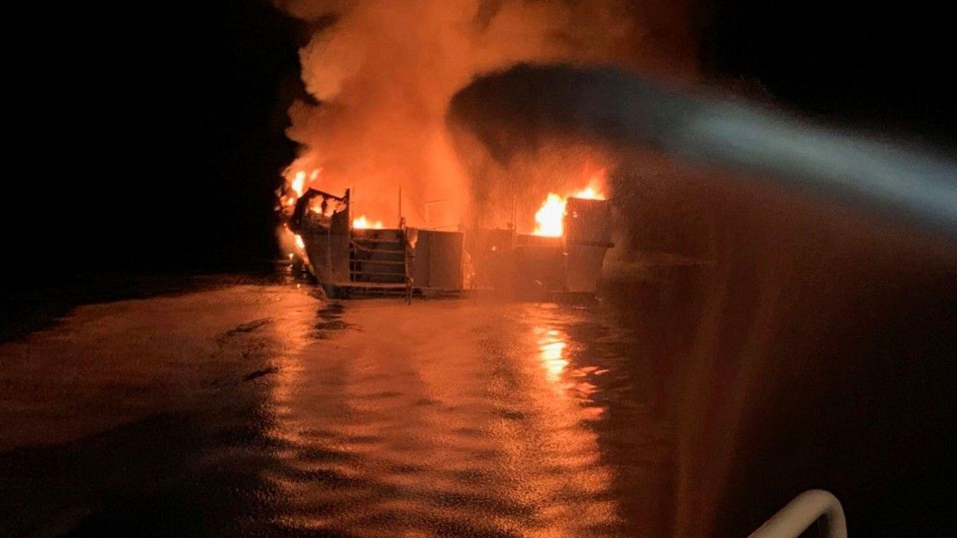 Тридесет и четирима души са изчезнали при пожар на кораб