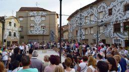 """Майстори на уличния арт """"облякоха в дантели"""" испанско градче"""