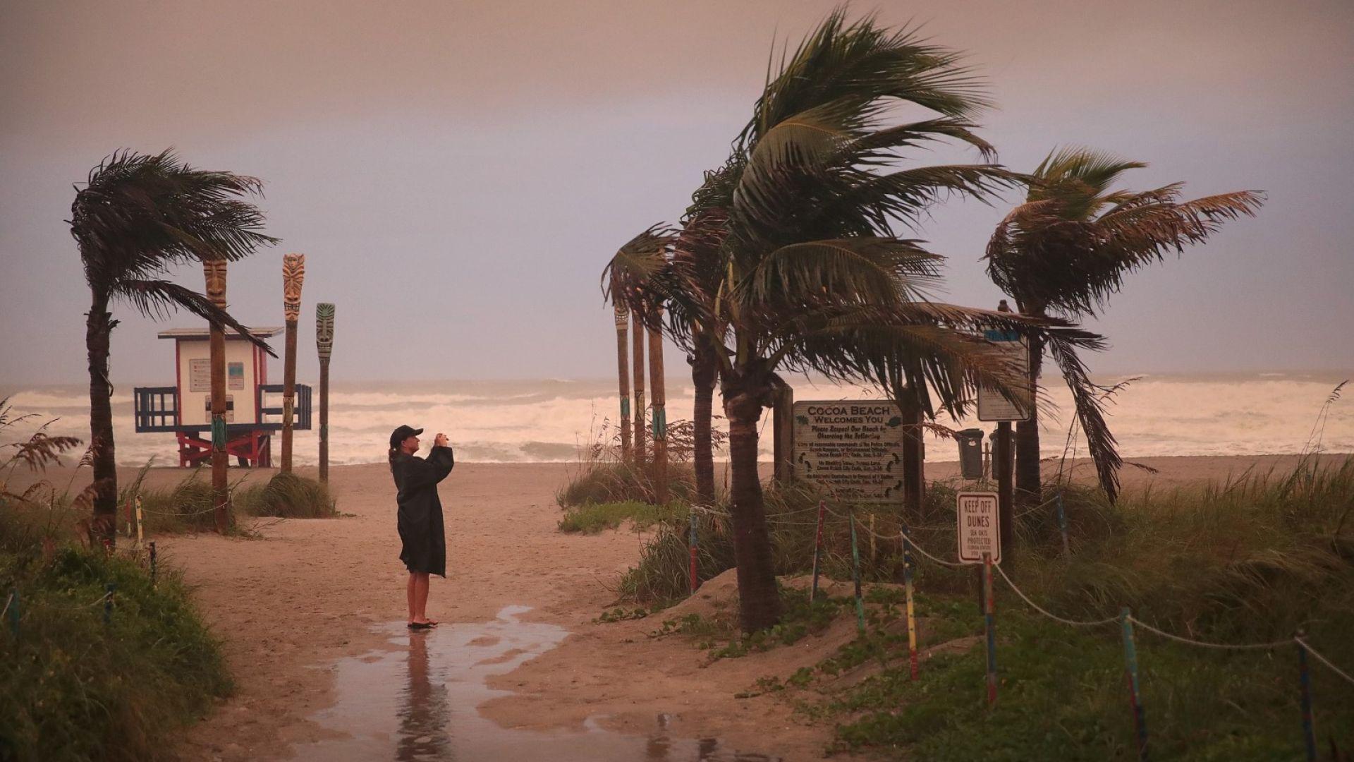 Безпрецедентна евакуация в 6 щата заради урагана Дориан
