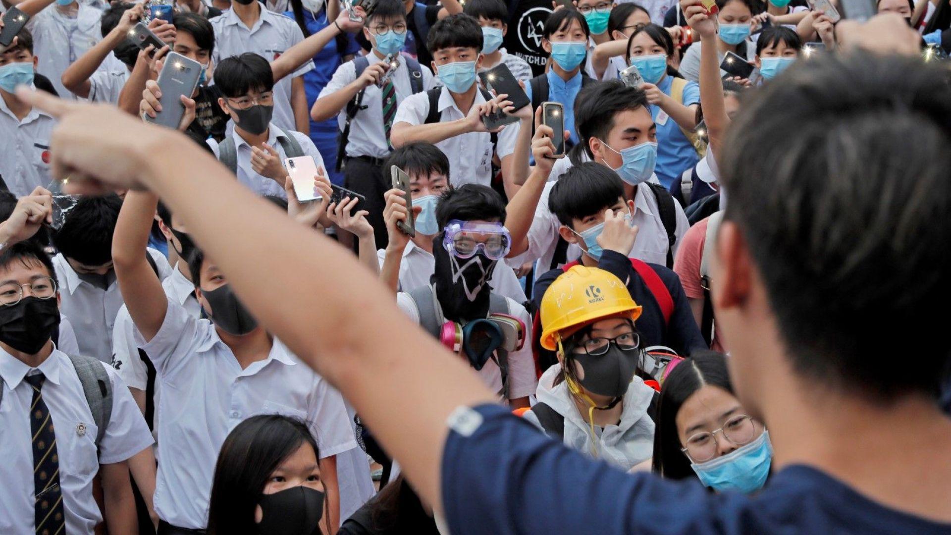 """""""Зара"""" се дистанцира от протестите в Хонконг"""