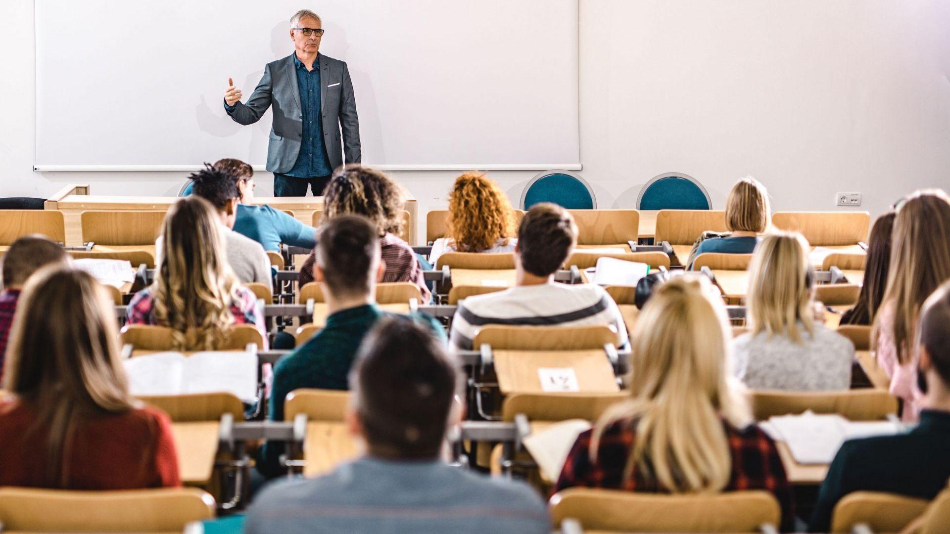 Учители, медицински сестри и акушерки ще са топ професиите през следващите 15 г.