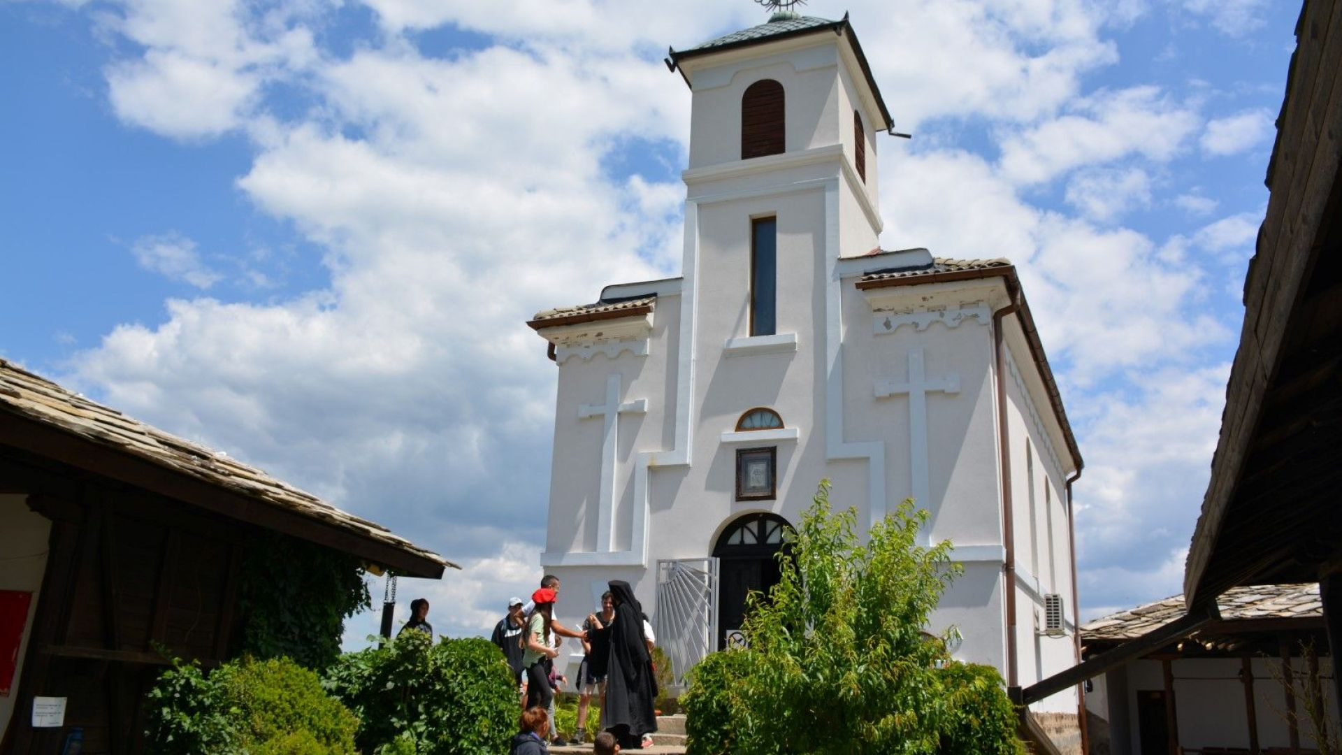 Гложенският манастир векове съхранява историята и вярата високо в планината