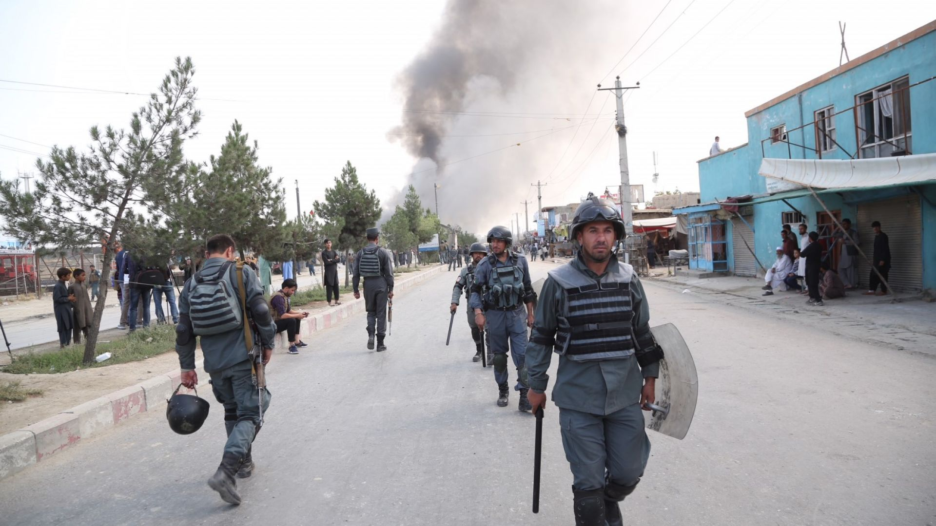 НАТО остава в Афганистан