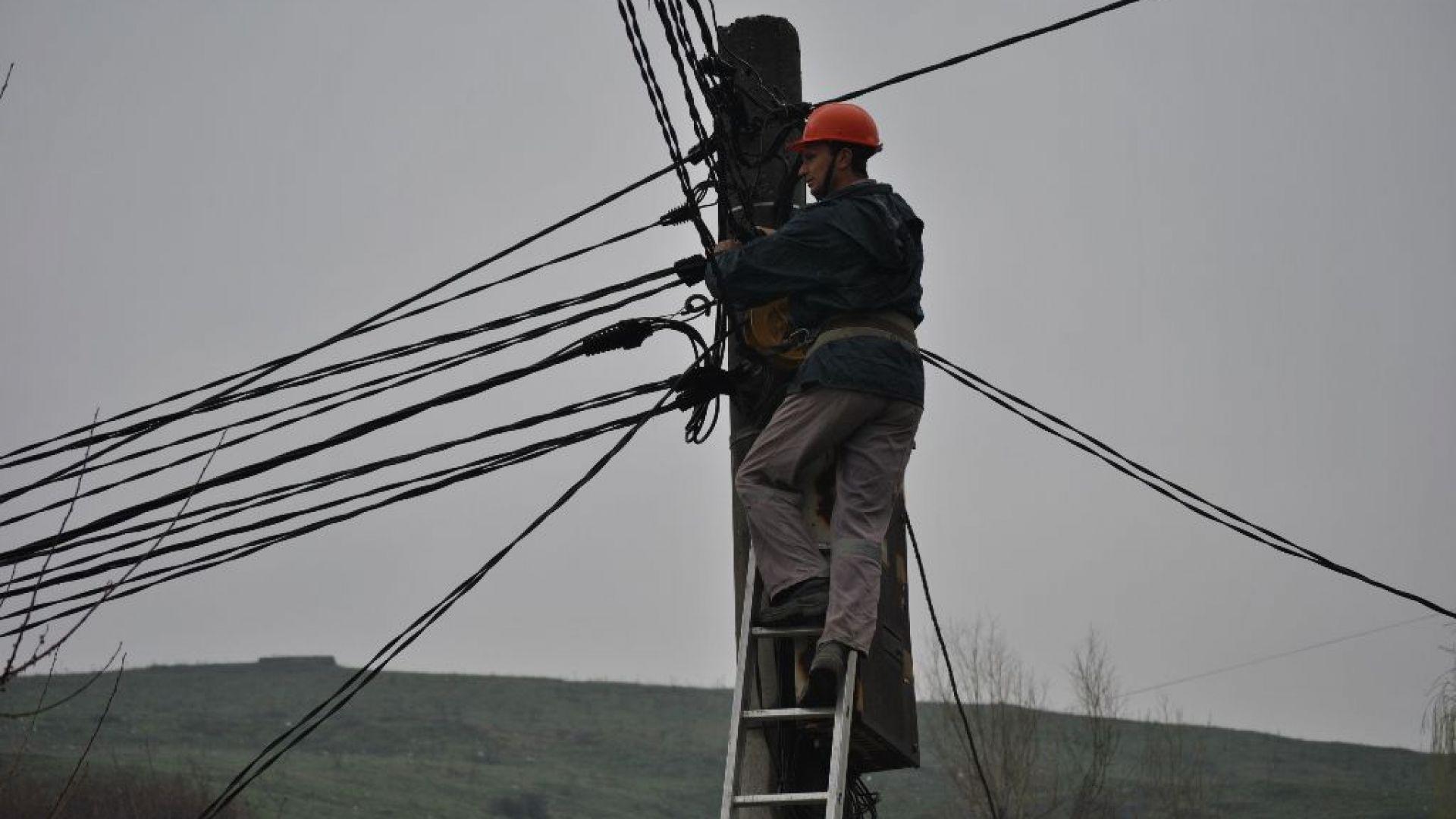 """Багер на строителна фирма спря тока на 3000 обаната в """"Горубляне"""""""