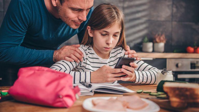 Прекарвайте повече време с децата си - дори и те да са пред смартфона или компютъра