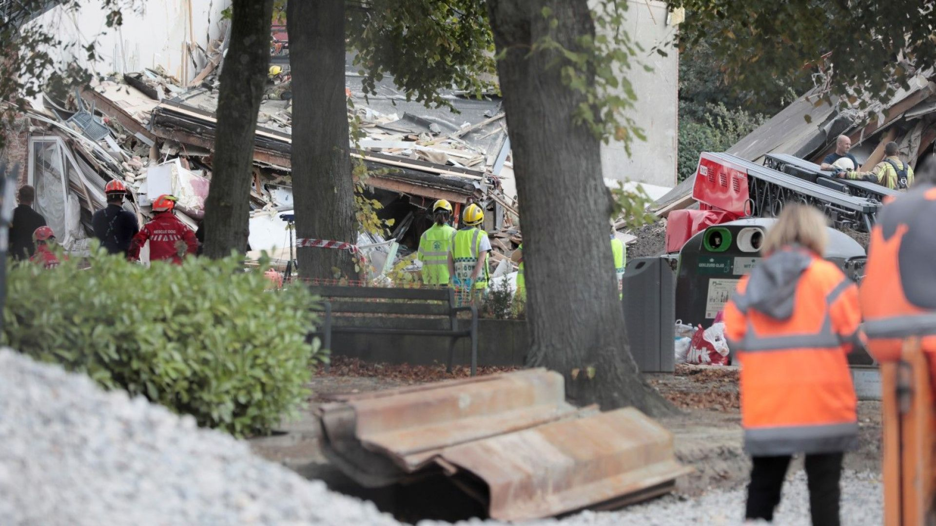 Три сгради са рухнали след експлозия в Антверпен