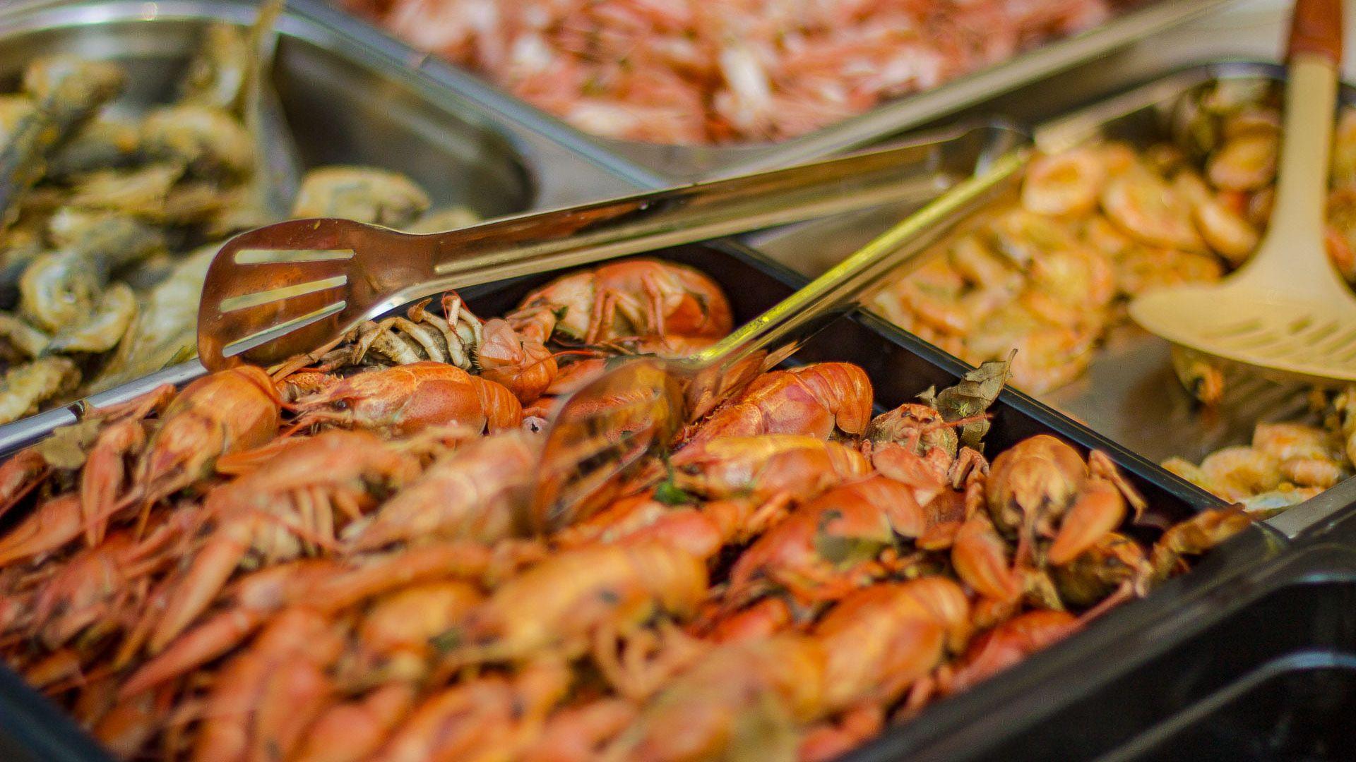 Опъват кулинарни шатри в Приморски парк